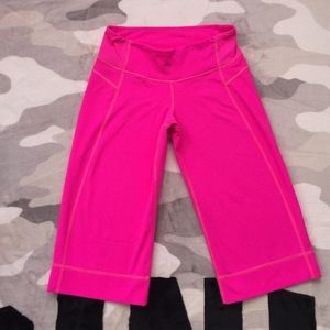 ♎️$20 IF BUNDLE. Lululemon crop pants